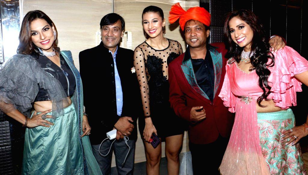 Musical artist Preety Bhalla, comedian Sunil Pal, his wife Sarital Sunil Pal with Akhil Bansal - Preety Bhalla