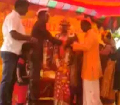 Muslim arranges Hindu foster daughter's marriage in her faith.