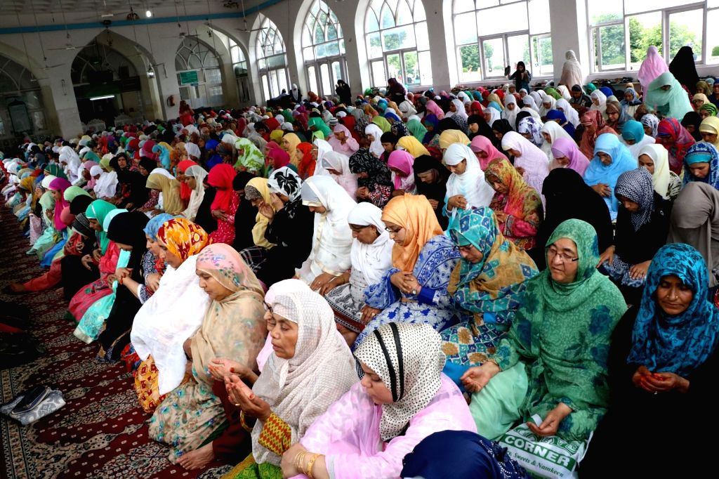 Muslim women offer prayers on the occasion of Eid-ul-Fitr at Dargh Hazratbal in Srinagar on June 26, 2017.