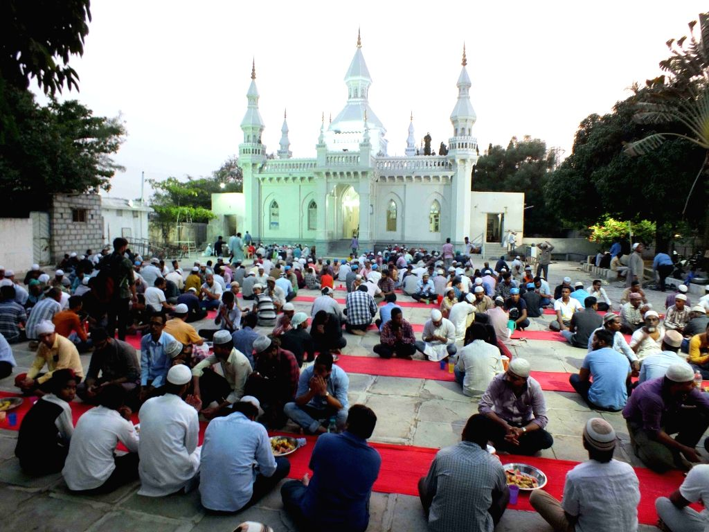 Muslims break their fast during Iftar after day-long fasting during the Muslim holy month of Ramadan, at Jama Masjid Aiwan-e-Begumpet in Hyderabad on May 24, 2018.