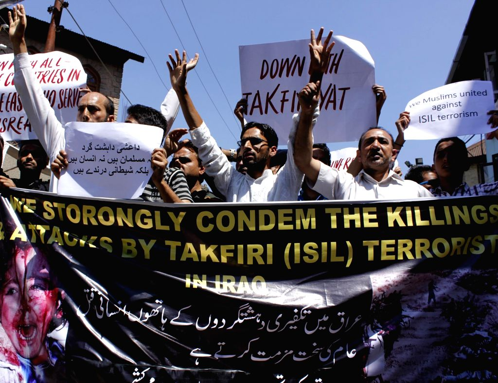 Muslims demonstrate in Srinagar to condemn ongoing Iraq violence on June 27, 2014.