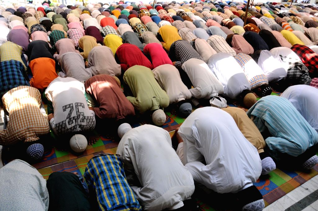 Muslims offer namaz on the second Friday of Ramadan at Jama Masjid Khairuddin mosque in Amritsar on May 25, 2018.