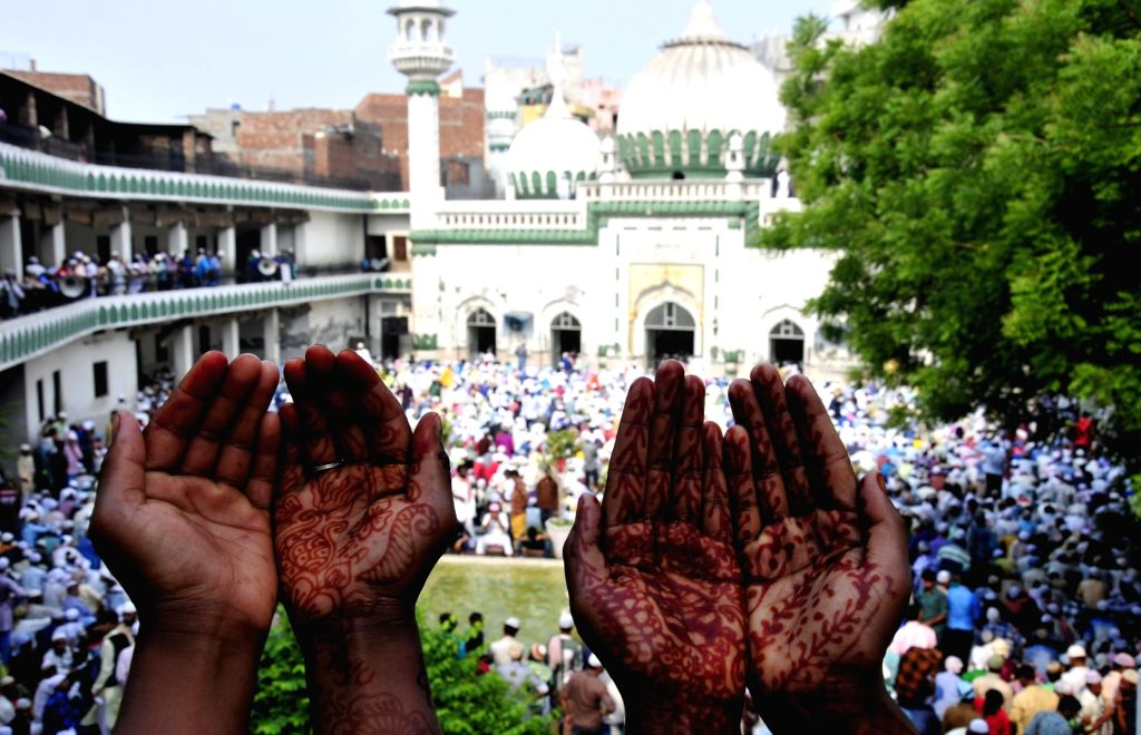 Muslims offer prayers on the occasion of Eid-ul-Fitr at Khairudeen Jama Masjid in Amritsar on June 26, 2017.