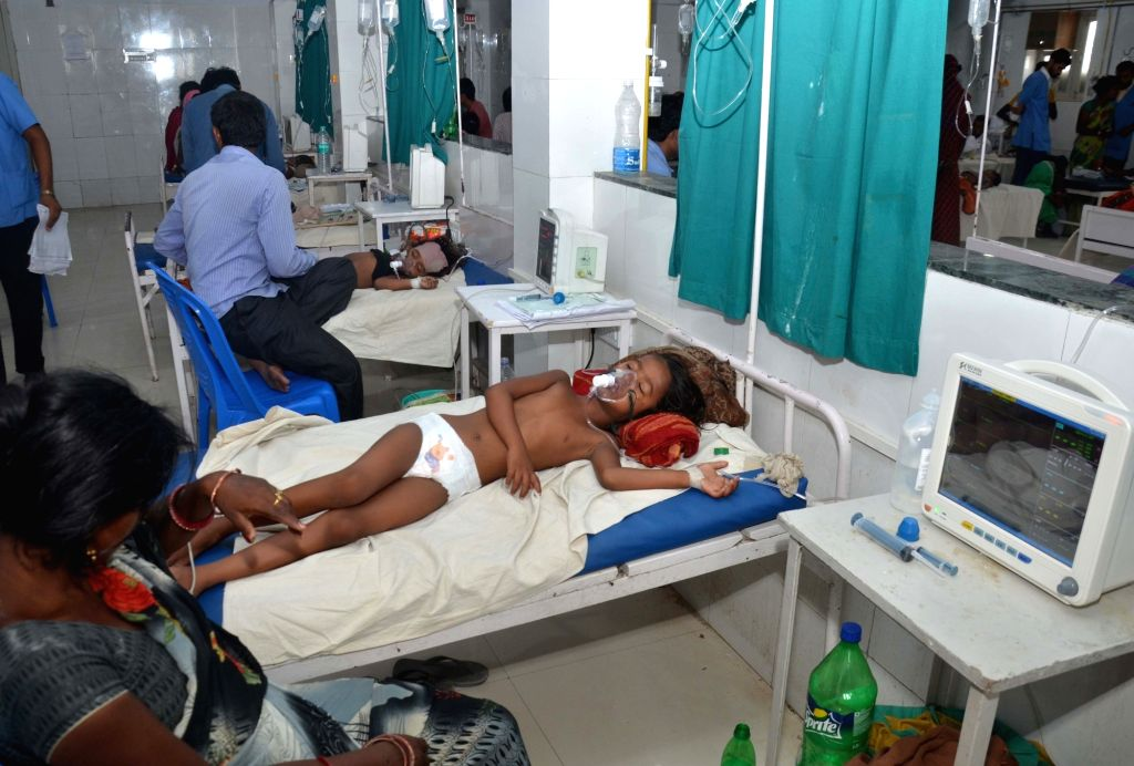 Muzaffarpur: Children with Acute Encephalitis Syndrome (AES) symptoms being treated at hospital in Muzaffarpur, Bihar on June 19, 2019. (Photo: IANS)