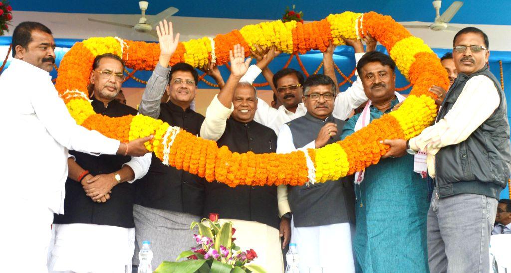 Union minister of state for power (independent charge) Piyush Goyal, Bihar CM Jitan Ram Manjhi, Union ministers Ravi Shankar Prasad, Radha Mohan Singh, Rajiv Pratap Rudy, Ramkripal ... - Radha Mohan Singh, Ramkripal Yadav, Sushil Kumar Modi and Giriraj Singh