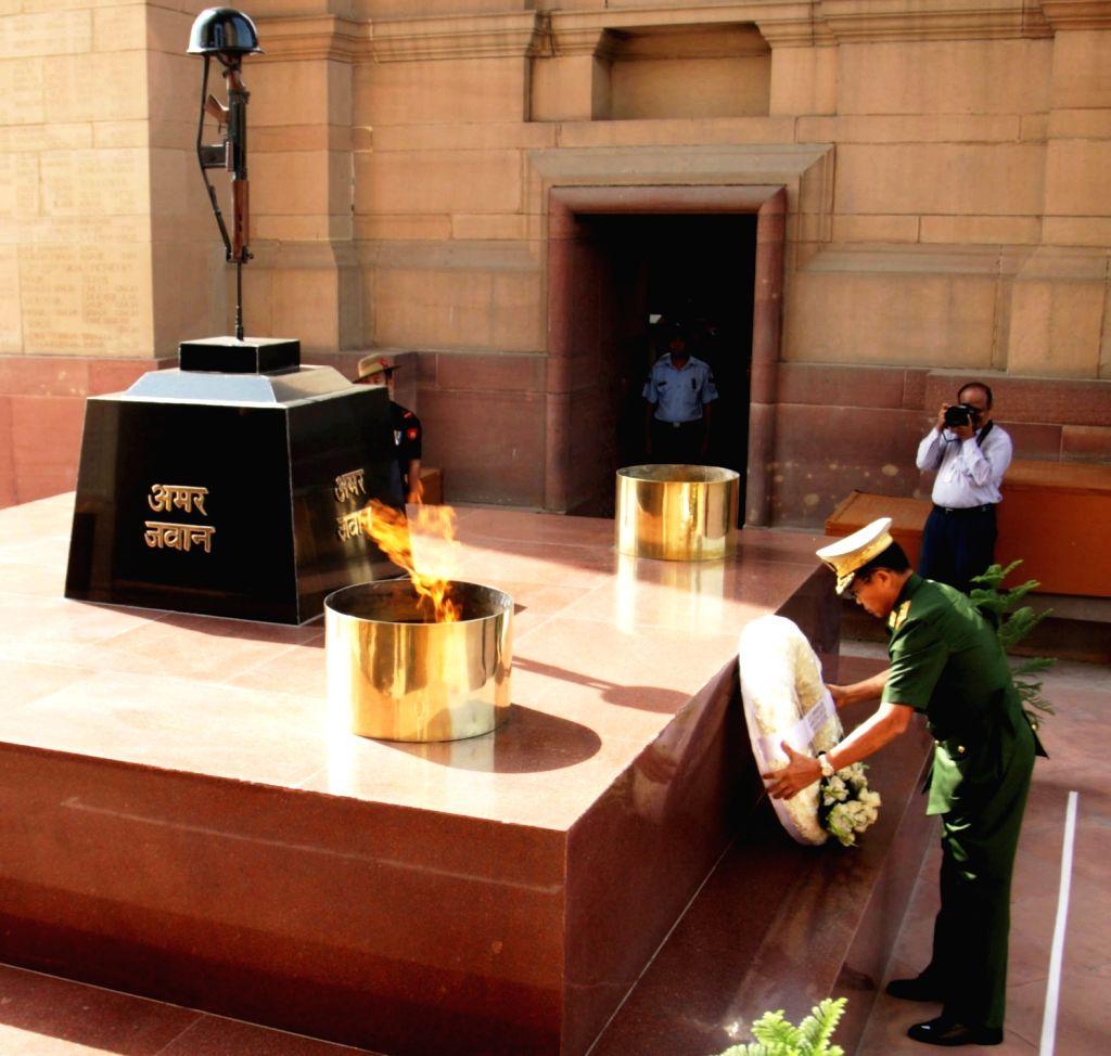 Myanmar Deputy Commander-in-Chief, Defence Services and Commander-in-Chief (Army), Vice Senior General Soe Win lays wreath at Amar Jawan Jyoti, India Gate in New Delhi on Sept 18, 2018.