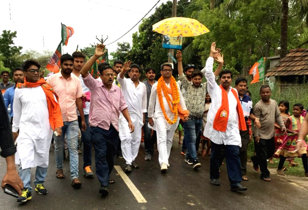 Nadia: BJP candidate for Krishnanagar Lok Sabha constituency, Kalyan Chaubey during election campaign in Nadia of West Bengal on April 10, 2019. (Photo: IANS)