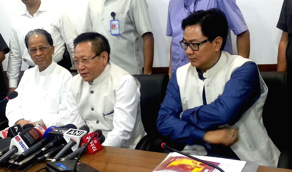 Nagaland Chief Minister T R Zeliang, Assam Chief Minister Tarun Gogoi  and Union MoS Home Affairs Kiren Rijiju during a press conference after a tripartite meeting in Guwahati on Aug 21, 2014. - T R Zeliang