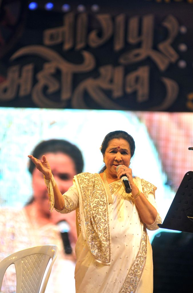 Singer Asha Bhosle performs during the inaugural ceremony of five-day long Nagpur Festival organised by Nagpur Municipal Corporation (NMC) at Yashwant Stadium in Nagpur, on Jan 22, 2015.