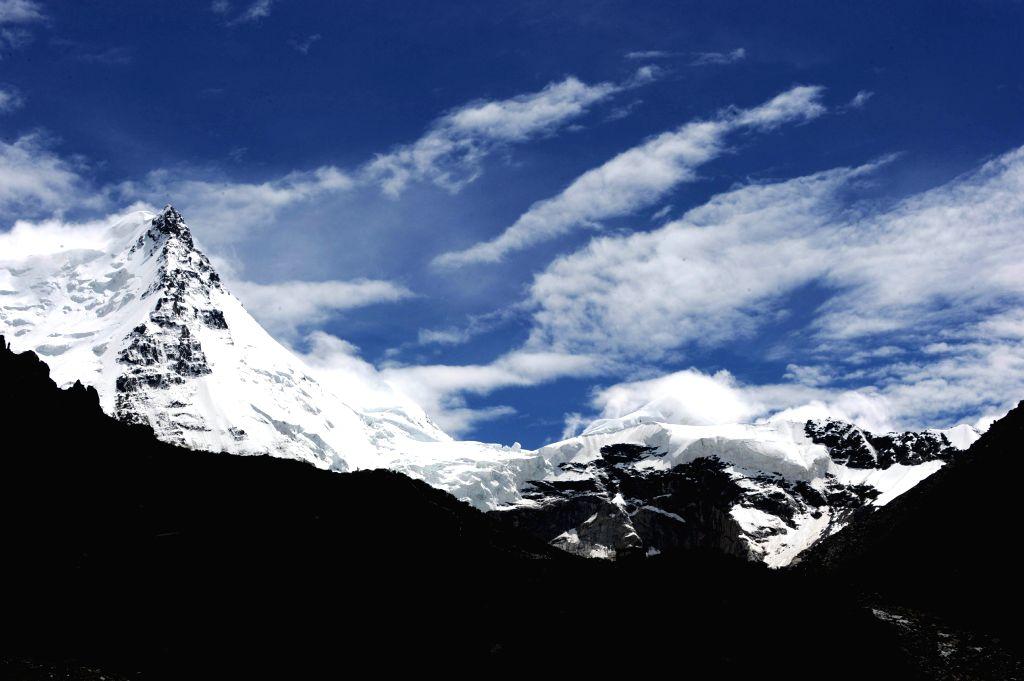 Photo taken on July 10, 2014 shows the glaciers on the Sapukonglagabo Mountain in Biru County of Nagqu Prefecture, southwest China's Tibet Autonomous Region.