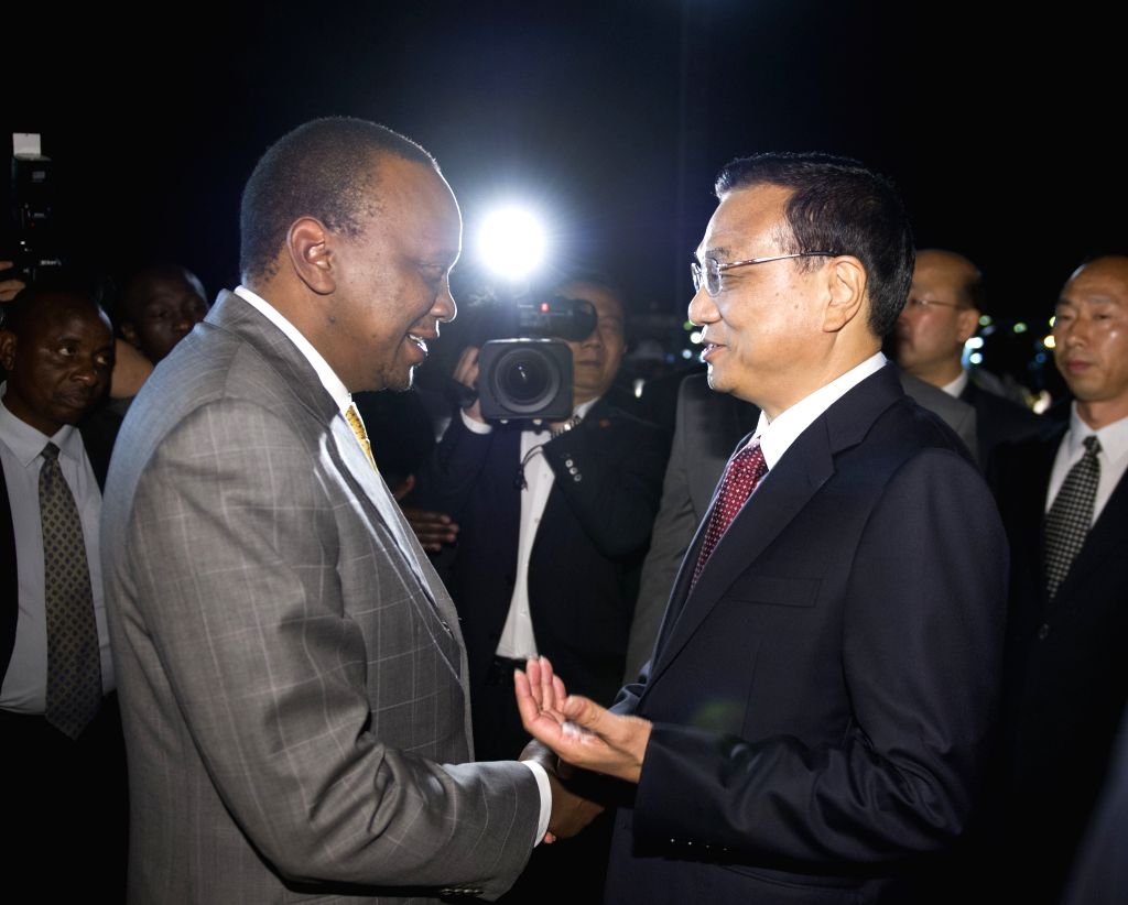 Chinese Premier Li Keqiang (R) and his wife Cheng Hong are welcomed by Kenyan President Uhuru Kenyatta and Deputy President William Ruto at the airport upon their ...