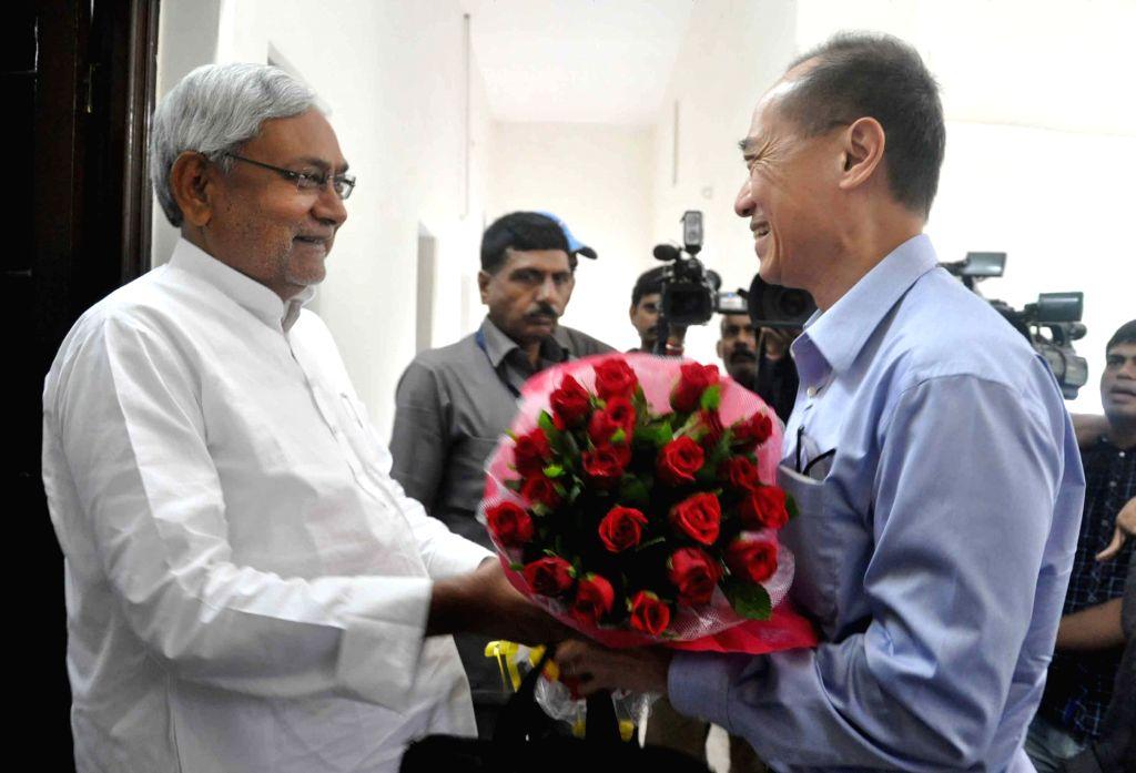 Nalanda University chancellor George Yeo calls on the Bihar Chief Minister Nitish Kumar in Patna on July 6, 2015. - Nitish Kumar