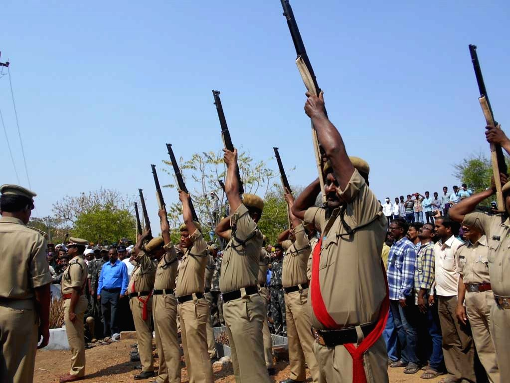 Policemen pay homage to Sub-Inspector Siddaiah who succumbed to his injuries sustained in an exchange of fire with terror suspects in Nalgonda, Telangana on April 8, 2015.
