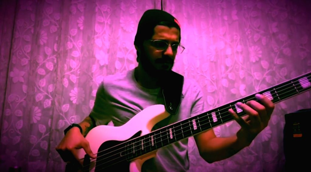 Namit Das' new musical turn: Actor tries recreating Rafi's 'Badan pe sitare'.