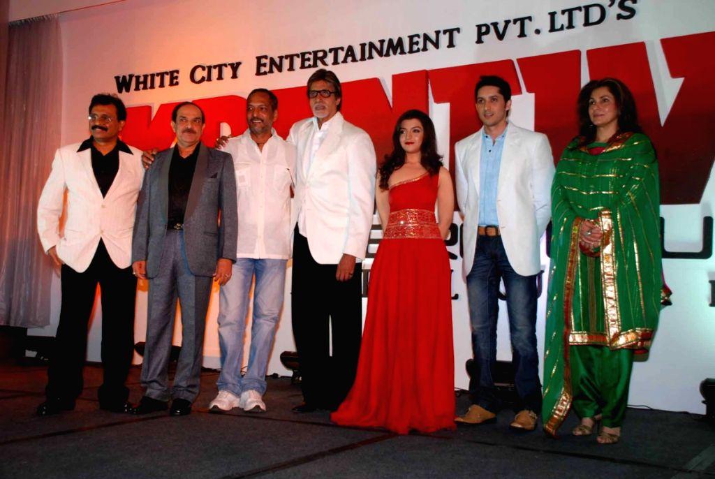 Nana Patekar, Amitabh Bachchan and Dimple Kapadia at the launche of film Rajneeti.