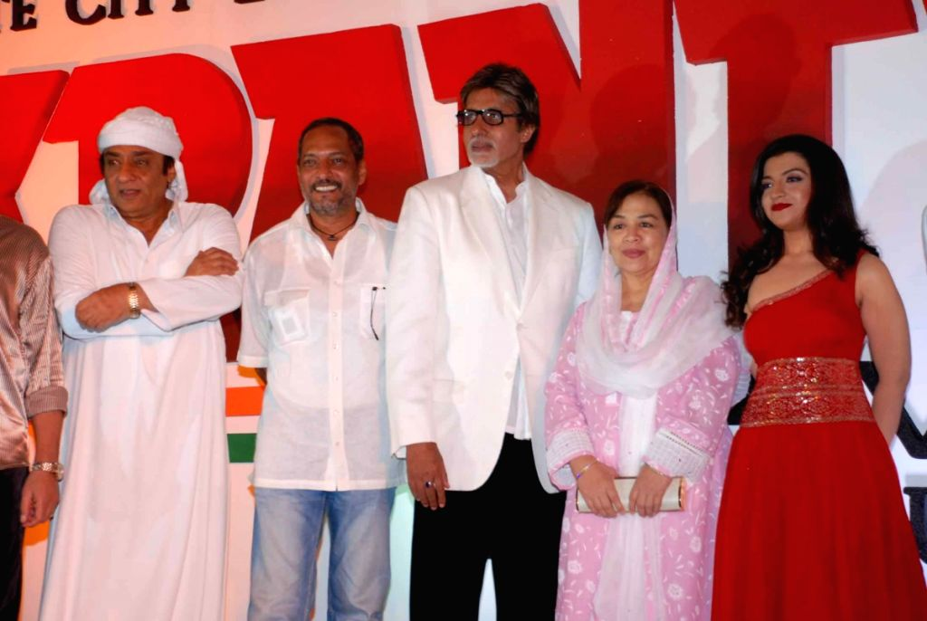 Nana Patekar, Amitabh Bachchan and Farida Jalal at the launche of film Rajneeti.
