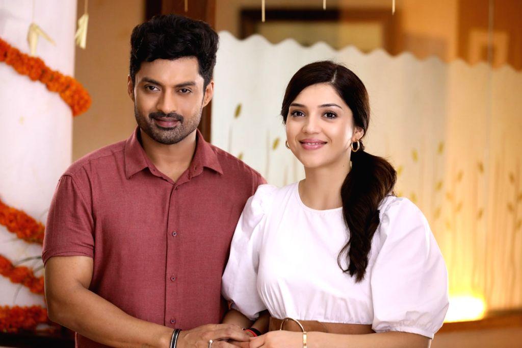 """Nandamuri Kalyanram & Mehreen in """"Entha Manchivaadavuraa"""" Movie Still."""