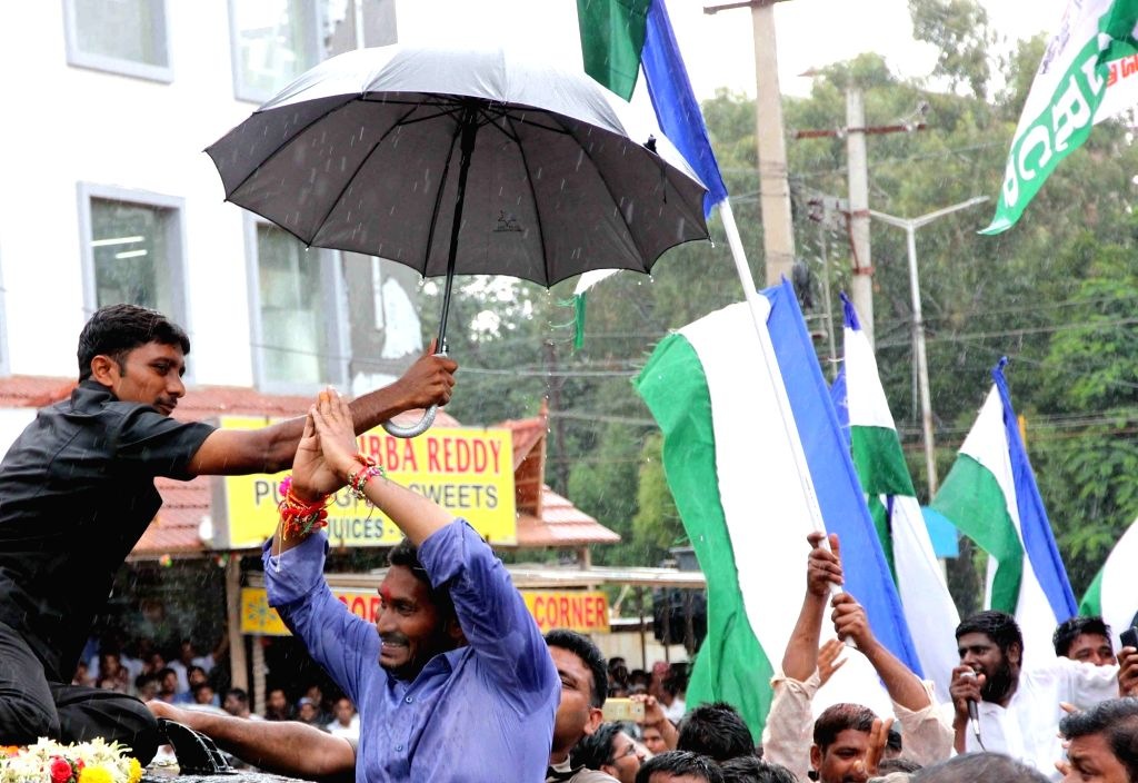 Nandyal (Andhra Pradesh): YSR Congress chief Jaganmohan Reddy during an election campaign ahead of bypolls to Nandyal assembly constituency in Nandyal, Andhra Pradesh on Aug 20, 2017. - Jaganmohan Reddy