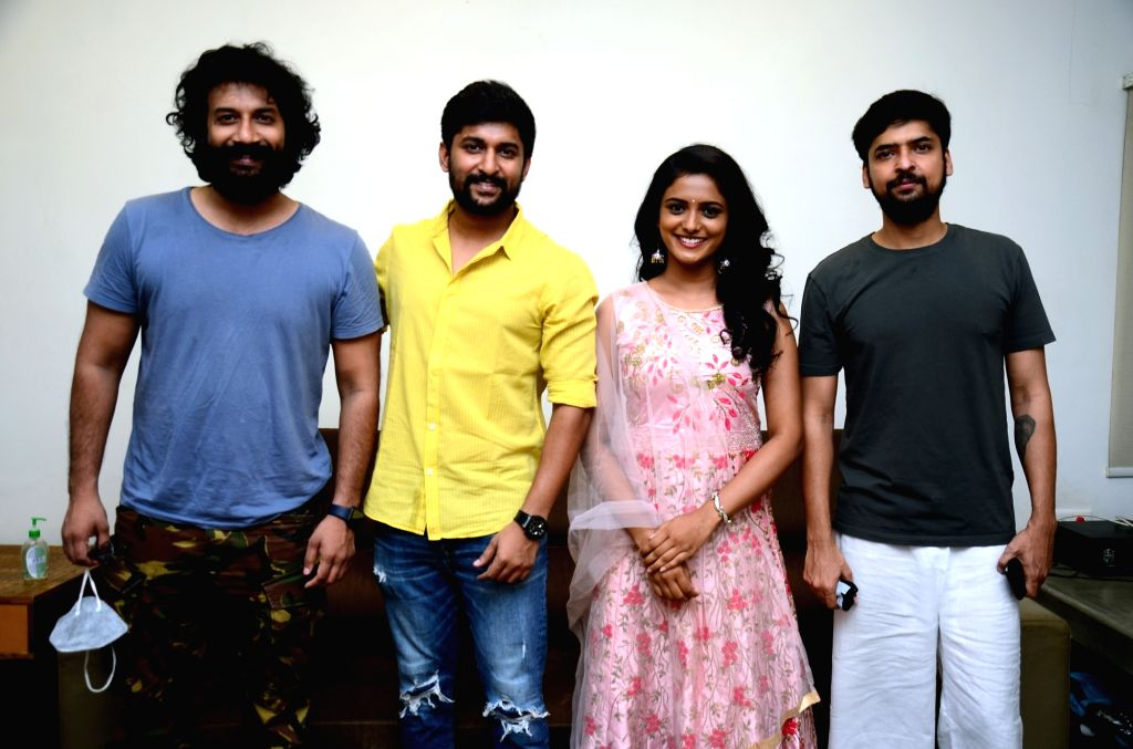Nani's Daare Leda Music Video, featuring Satya Dev and Roopa is out - Satya Dev