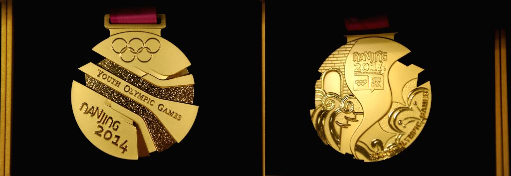 The gold medal of 2014's Nanjing Youth Olympic Games unveils in Nanjing, east China's Jiangsu Province, August 14, 2014.