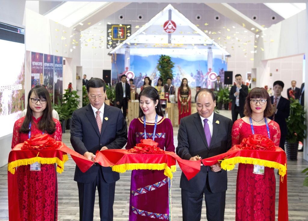 NANNING, Sept. 11, 2016 - Chinese Vice Premier Zhang Gaoli (2nd L) and Vietnamese Prime Minister Nguyen Xuan Phuc (2nd R) attend the opening ceremony for Vietnam Pavilion after the opening ceremony ... - Nguyen Xuan Phuc
