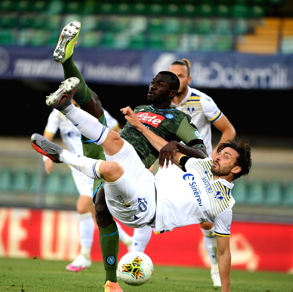 Napoli's Kalidou Koulibaly (L) vies with Verona's Samuel Di Carmine during a Serie A football match in Verona, Italy, June 23, 2020.