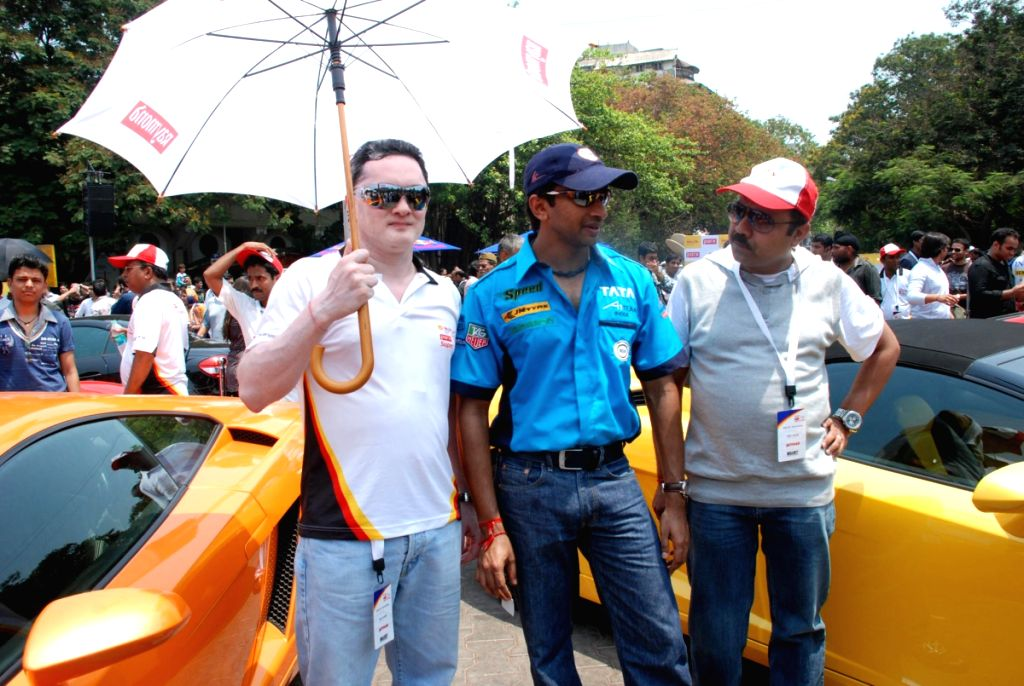 Narain Karthikeyan at car show at kalaghda.