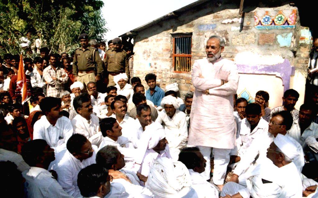 Narendra Modi meets victims of Bhuj Earthquake. - Narendra Modi
