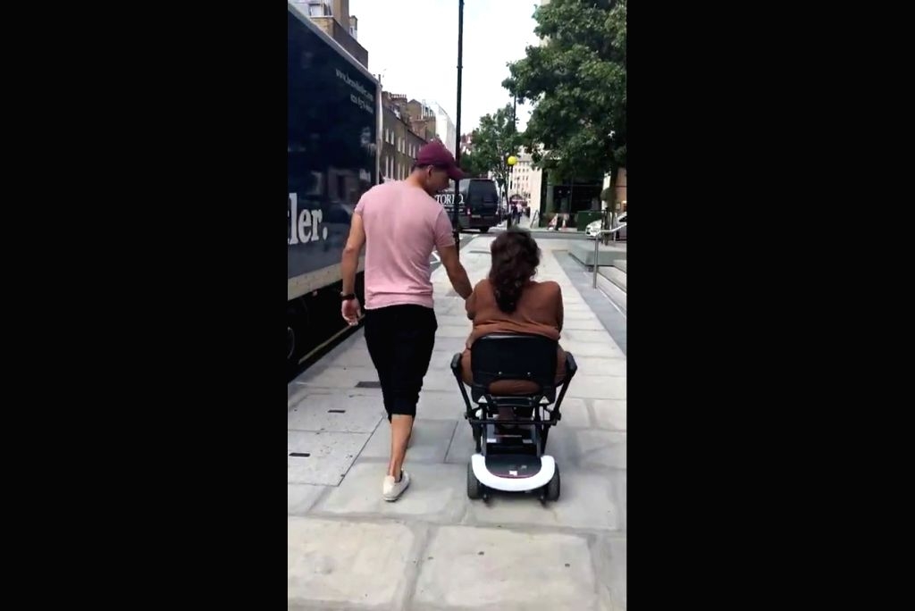 National Award-winning actor Akshay Kumar was seen playing the doting son as he spent time with his mother Aruna Bhatia, who is recovering from a knee surgery. Akshay shared a video in which he was ... - Akshay Kumar
