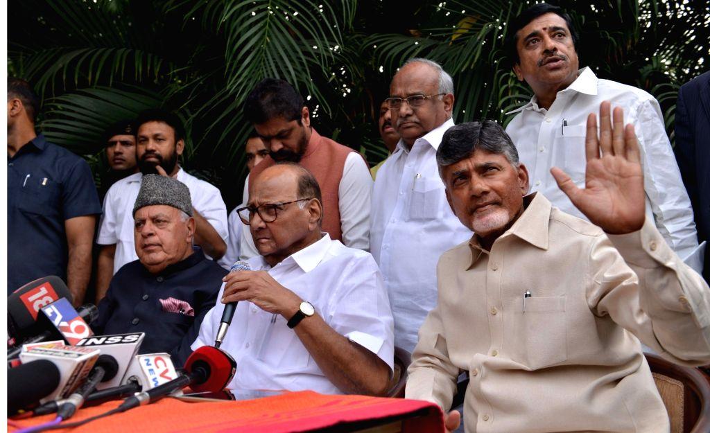 National Conference president Farooq Abdullah accompanied by Andhra Pradesh Chief Minister and Telugu Desam Party (TDP) chief N. Chandrababu Naidu and NCP chief Sharad Pawar during a media ... - N. Chandrababu Naidu