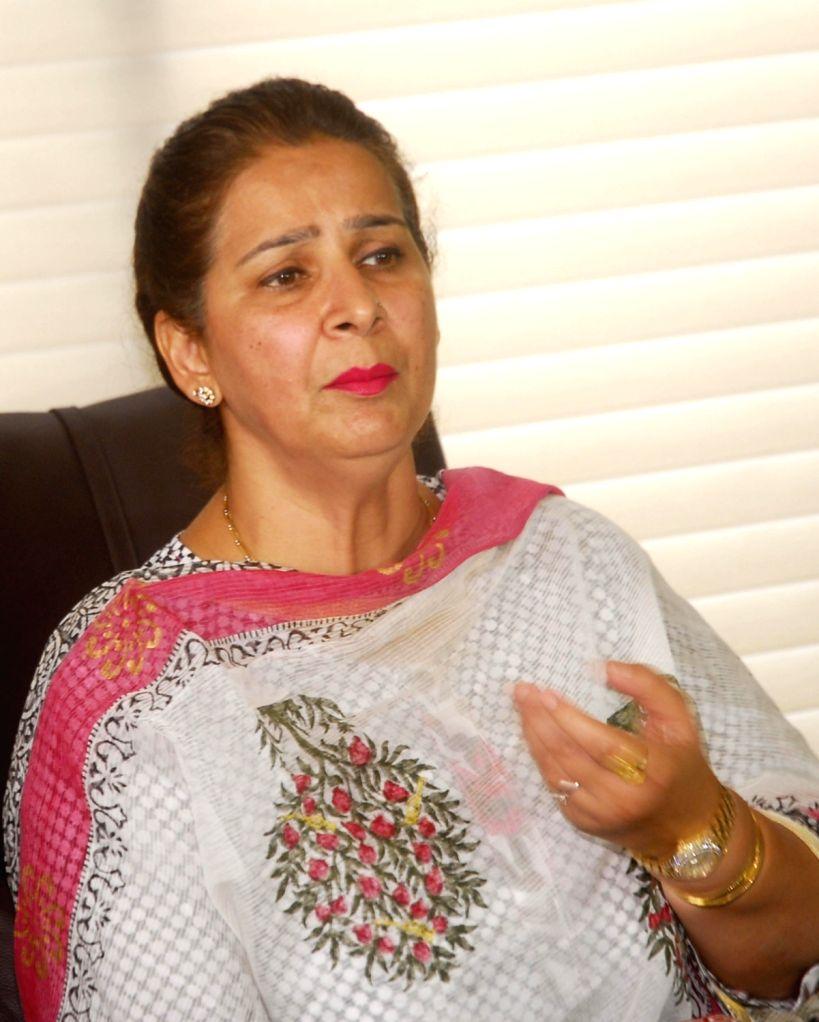 Navjot Kaur Sidhu wife of former cricketer Navjot Singh Sidhu addresses a press conference after resigning from BJP in Amritsar on Oct 9, 2016. - Navjot Kaur Sidhu and Navjot Singh Sidhu