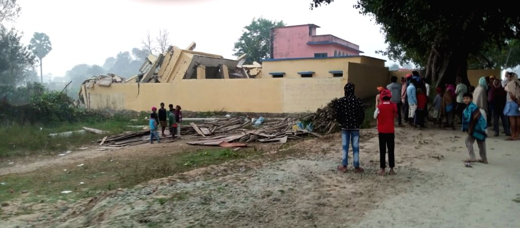 Naxalites blast community building in Bihar