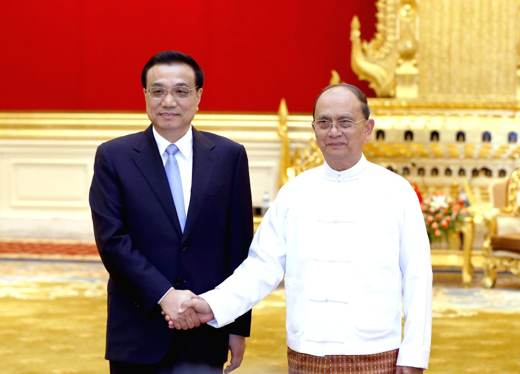 Nay Pyi Taw: Chinese Premier Li Keqiang (L) holds talks with Myanmar President U Thein Sein in Nay Pyi Taw, Myanmar, Nov. 14, 2014.