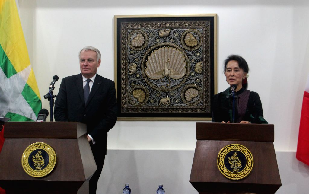 NAY PYI TAW, June 17, 2016 - Myanmar's Foreign Minister Aung San Suu Kyi (R) and French Foreign Minister Jean-Marc Ayrault hold a joint press conference in Nay Pyi Taw June 17, 2016. Jean-Marc ... - Aung San Suu Kyi