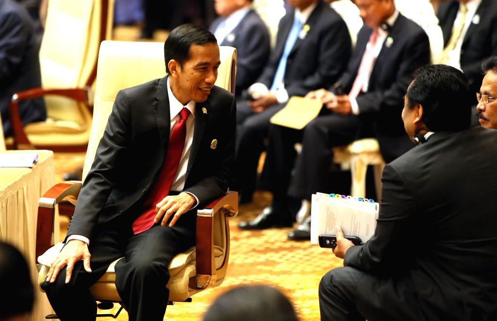 Nay Pyi Taw (Myanmar): Indonesian President Joko Widodo (L) talks with delegates during the 25th ASEAN summit in Nay Pyi Taw, Myanmar, Nov. 12, 2014. ASEAN leaders on Wednesday adopted a declaration .
