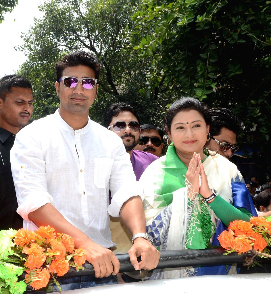 Nayna Bandyopadhyay, Trinamool Congress candidate from Chowringee Assembly seat and actor and MP Dev during an election campaign in Kolkata on Sept 10, 2014.