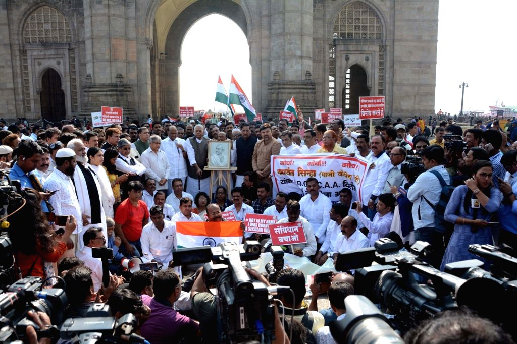 NCP chief Sharad Pawar along with Former Finance Minister Yashwant Sinha, flags off the 21 day-long protest march from Mumbai to Delhi against the Citizenship Amendment Act (CAA) 2019, at ... - Yashwant Sinha