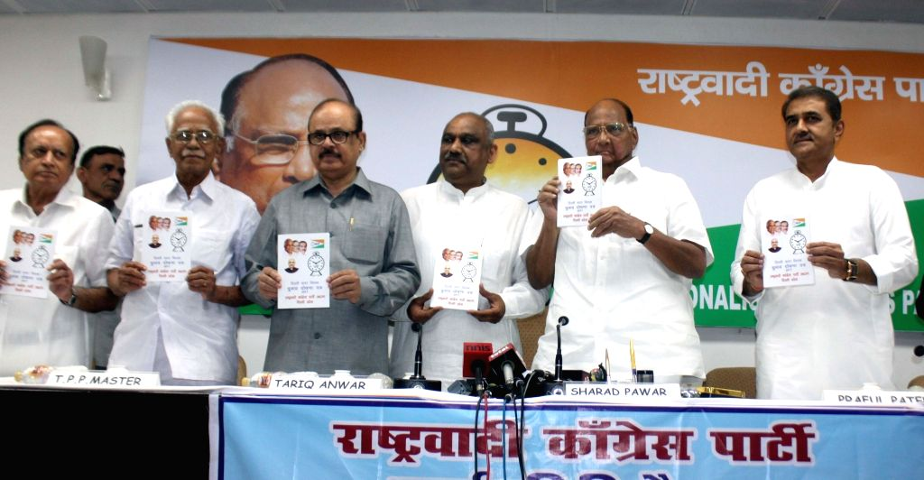 NCP chief Sharad Pawar with Praful Patel and other party leaders during a press conference regarding upcoming Delhi MCD Polls in New Delhi on April 10, 2017. - Praful Patel