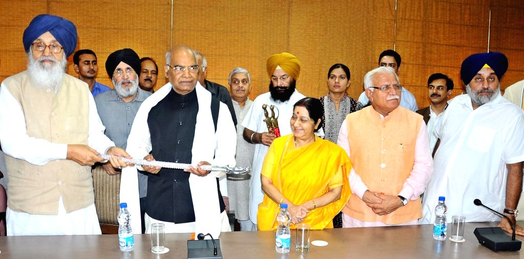 NDA presidential candidate Ram Nath Kovind with Union Minister Sushma Swaraj, Haryana Chief Minister Manohar Lal Khattar, former Punjab Chief Minister Parkash Singh Badal  and others ... - Sushma Swaraj, Nath Kovind, Manohar Lal Khattar and Parkash Singh Badal