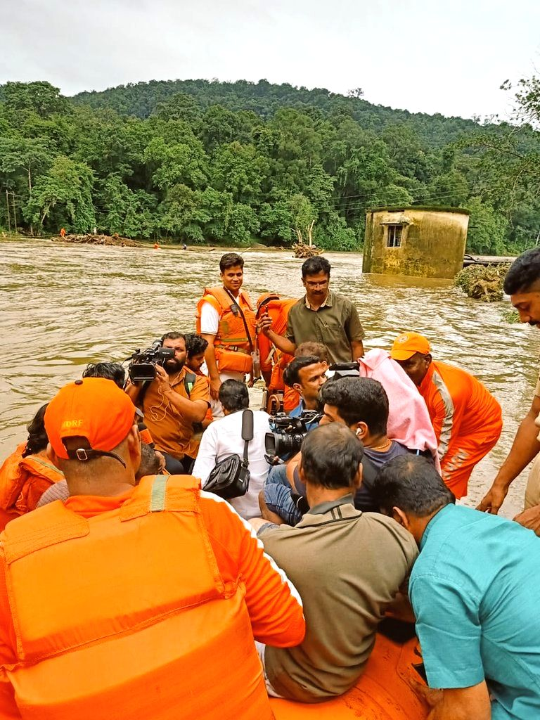 NDRF personnel carry out rescue operations in Kerala's flood affected Pathanamthitta on Aug 10, 2019.