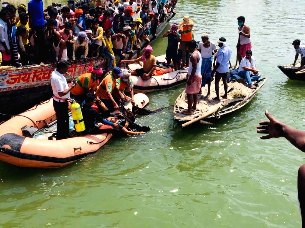 NDRF team carries out rescue operation after an overcrowded jeep fell into River Ganga at Pipa Pul Danapur, in Patna On Friday, 23 April, 2021.