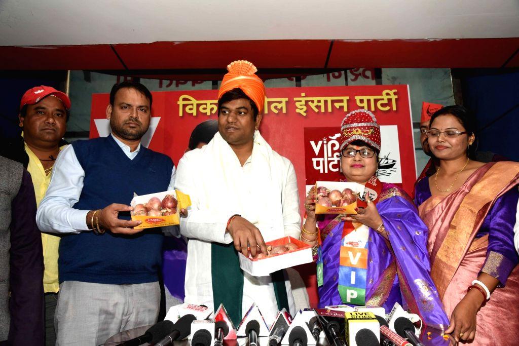 Neelam Sinha of Lok Janshakti Party (LJP) joins Vikassheel Insaan Party (VIP) in the presence of party chief Mukesh Sahani, in Patna on Dec 6, 2019. - Neelam Sinha