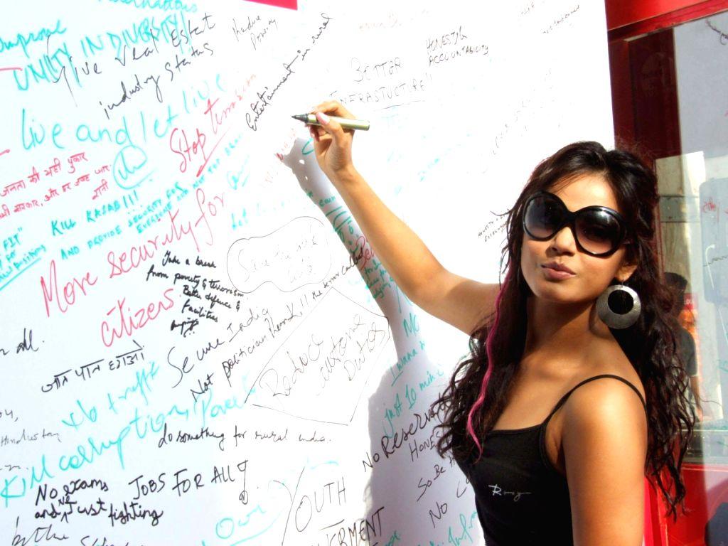 Neetu Chandra at Big FM Campaign at Atria Mall.