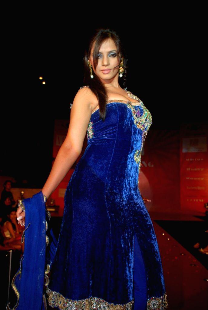 Neetu Chandra at Fosters Archana Kochhar Fashion Show in Mumbai.