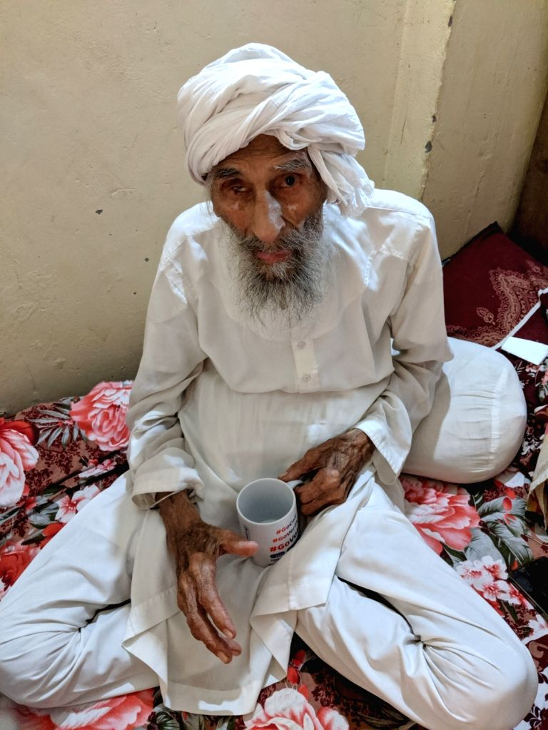 New Delhi: 111-year old Bachchan Singh, said to be Delhi's oldest voter. (Photo: IANS) - Bachchan Singh