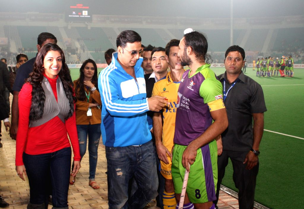 New Delhi, 29 Jan 2013 - Akshay Kumar at the match between Delhi Waveriders and Jaypee Panjab warriors at Hero Hockey India League in New Delhi. (Photo: IANS/Amlan) - Akshay Kumar