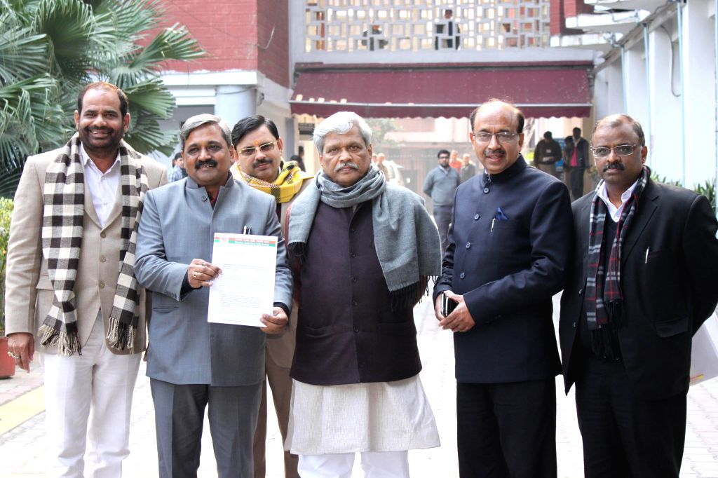 A BJP delegation led by Delhi BJP chief Satish Upadhyay at election commission's office in New Delhi, on Jan 15, 2015. Also seen BJP MP Ramesh Bidhuri and party leaders Prabhat Jha, Vijay . - Satish Upadhyay