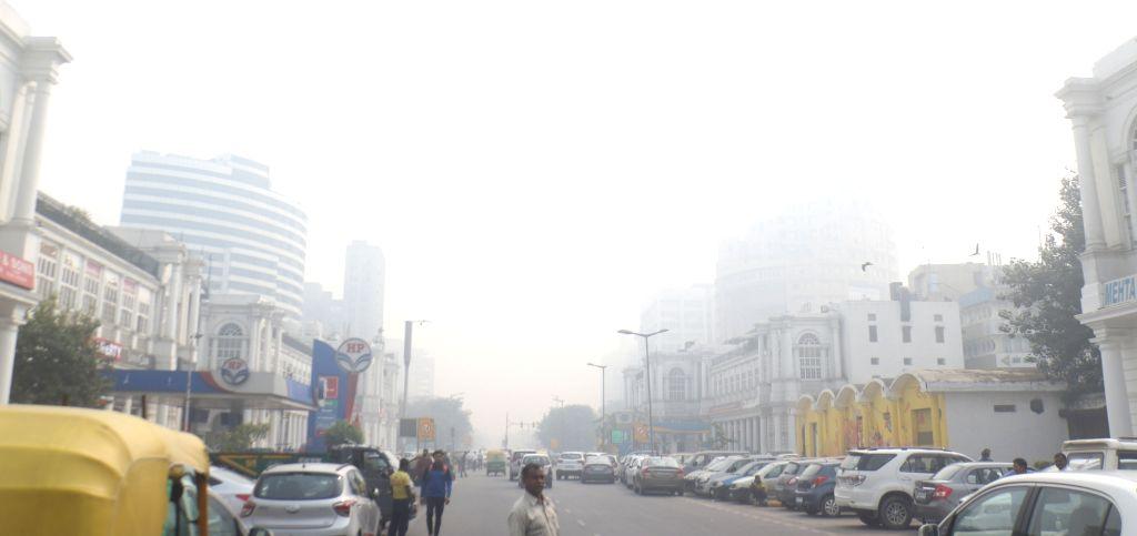 New Delhi: A blanket of smog engulfs New Delhi, on Nov 5, 2018. (Photo: IANS)