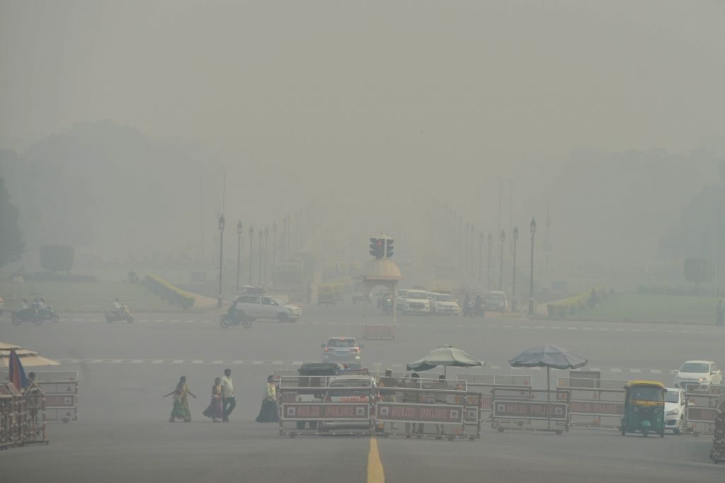 New Delhi: A blanket of toxic haze engulfs the national capital, on Nov 13, 2019. The Delhi air quality index (AQI) is at emergency levels again on Wednesday with an overall count of 476 and not much relief is expected for the next two days till Frid