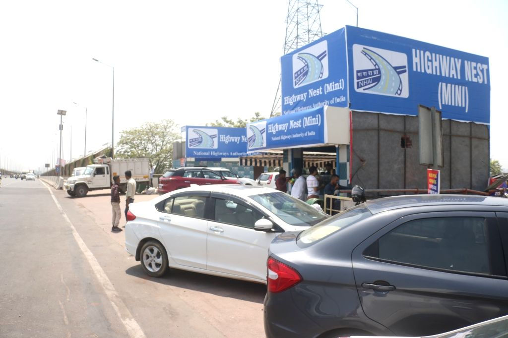 New Delhi: A shikanji outlet sanctioned by NHAI at the mouth of the 14-lane Delhi-Meerut expressway in New Delhi on June 8, 2019. (Photo: Bidesh Manna/IANS)